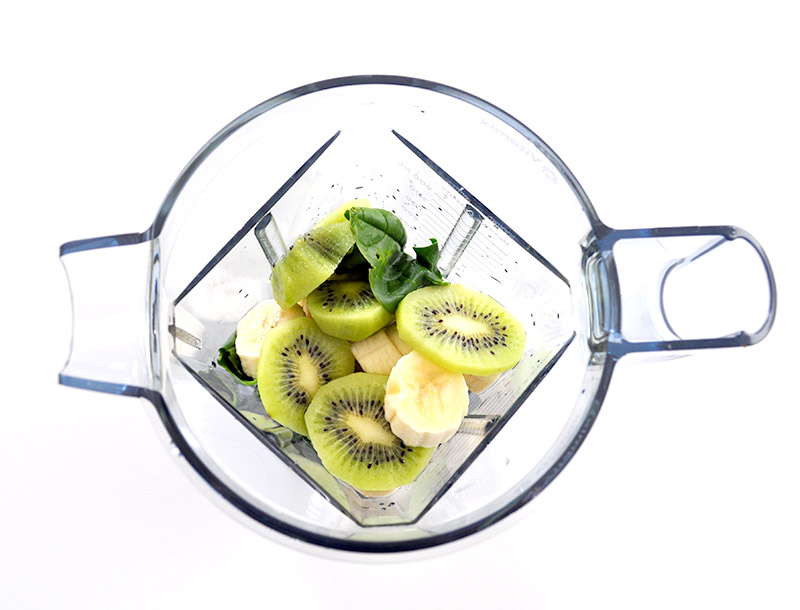 Une super recette de Green Smoothie sur le blog de L'Atelier Green : Bananes, Kiwi, épinard! Succulent :-)