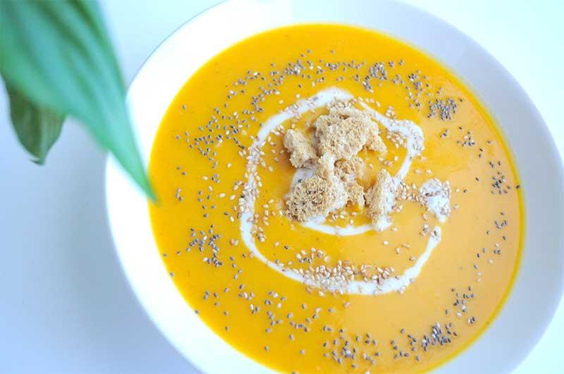 Réalisez votre soupe maison avec un super blender ! Découvrez la meilleure recette de soupe d'hiver aux légumes d'autrefois