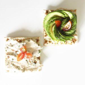 Healthy lunch  Bon apptit ! Fleur davocat  graineshellip