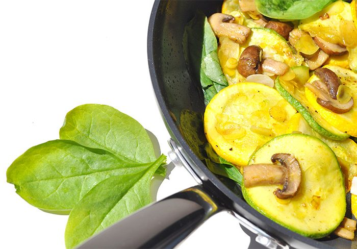 Poêlée de légumes ensoleillées réalisée avec mon nouvel ustensile de cuisine écolo. Ma petite pôle GreenPan.