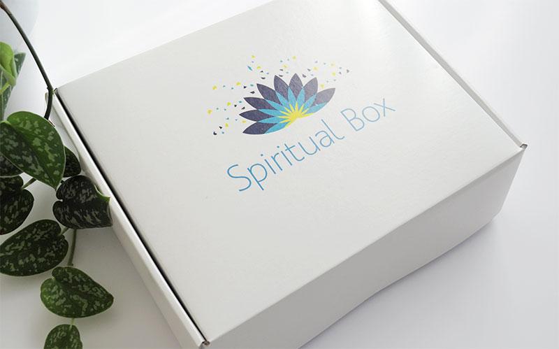 La Spiritual box propose tout les mois une petite sélection de produits dédiés au bien-être, au développement personnel et à la spiritualité. Ces produits bio', naturels, vegans et artisanaux sont fabriqués en France ou importés d'Himalaya