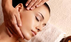 Facialiste : experte Beauté et bien-être, lifting naturel, massage facial anti-âge, relaxation, Kobido
