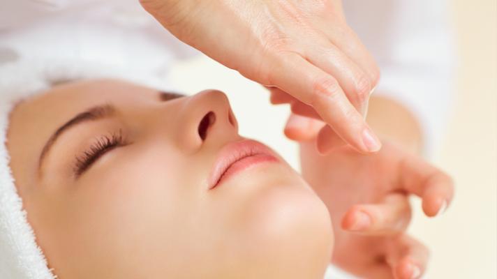 Kobido : le massage ancestral japonais du visage, le Kobido séduit par son incroyable effet liftant.