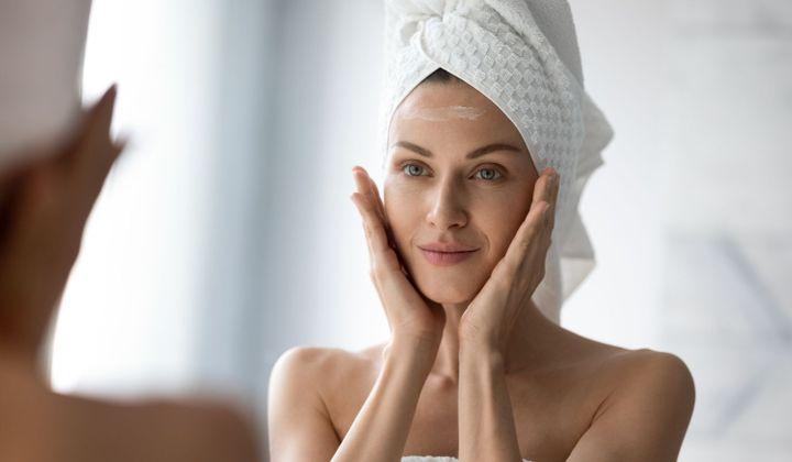 le massage du visage  anti-rides sont des techniques simples pour aider à détendre les traits. Le résultat promis : des traits lissés, un peau repulpée.